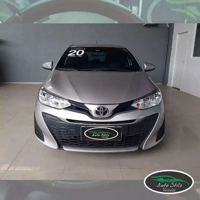 Toyota Yaris live Prata  2019/2020 Completo