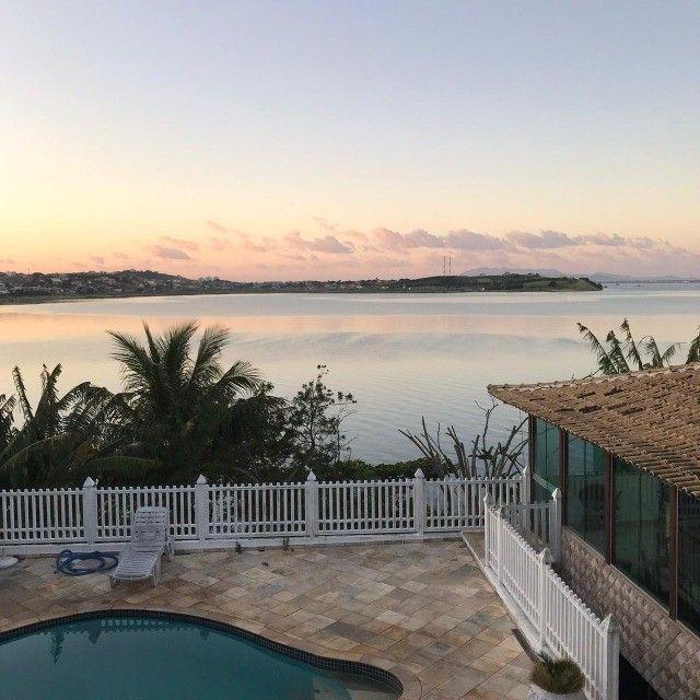 Casa estilo mansão, vista cinematográfica da Lagoa de Araruama de todo o imóvel - Foto 2