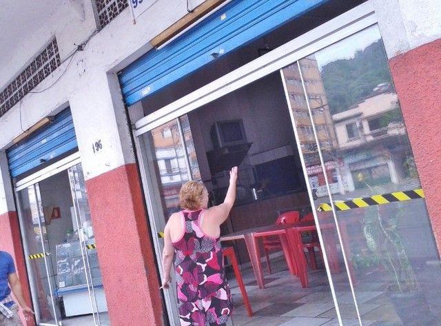 Vendo/alugo loja de esquina com amplo mezanino no centro de São Vicente/SP - Foto 2