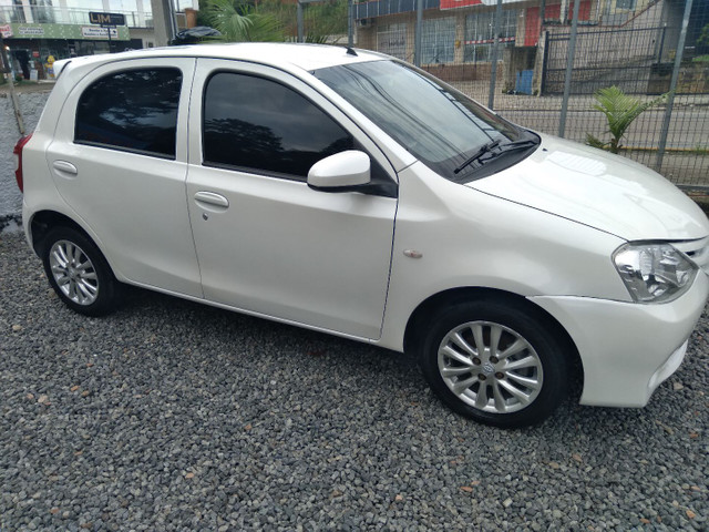 Toyota etios hacht completo 1.3 xs - Foto 6