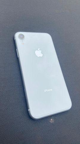 iPhone XR 64 GB q