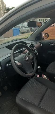 Toyota Etios 1.5 XS Hatch 2013/2014 Branco - Foto 7