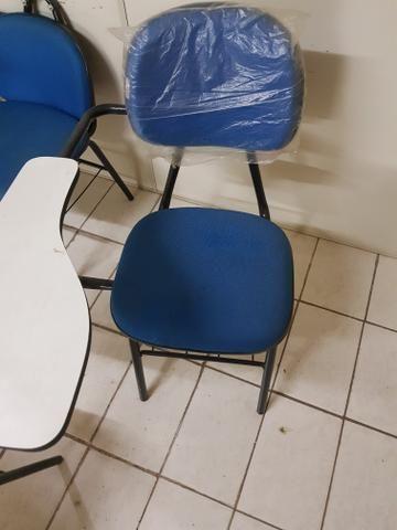 Vendo 30 cadeiras universitárias - Foto 3