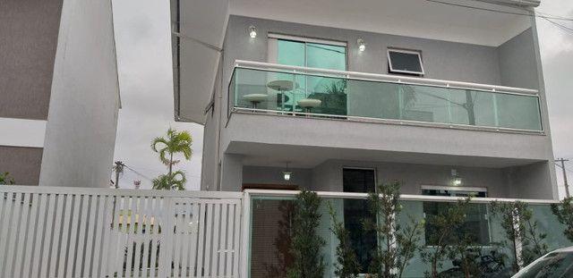 Casa de 3 quartos com suite em condomínio com lavabo, garagem para 4 carros e quintal