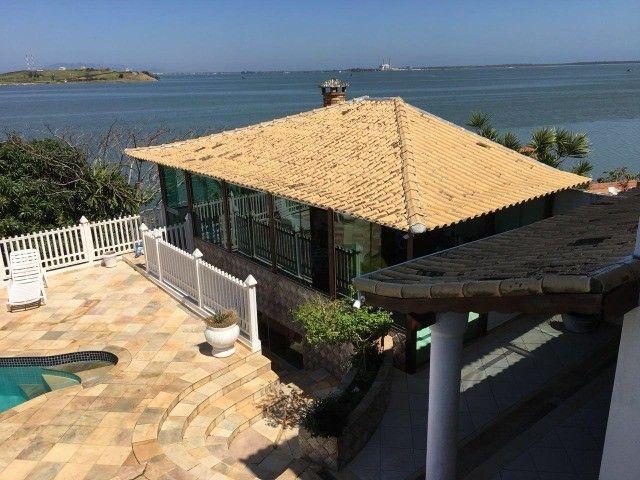 Casa estilo mansão, vista cinematográfica da Lagoa de Araruama de todo o imóvel - Foto 16