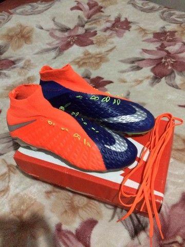 Vendo ou troco chuteira da Nike Hypervenom original - Foto 3