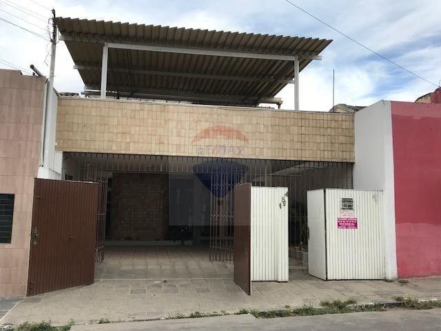 Casa com 336m² no bairro Nossa Senhora das Dores em Caruaru-PE