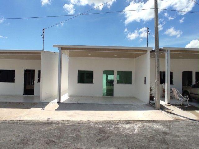 Casa 2qrts documentada, pronta entrega, condomínio fechado