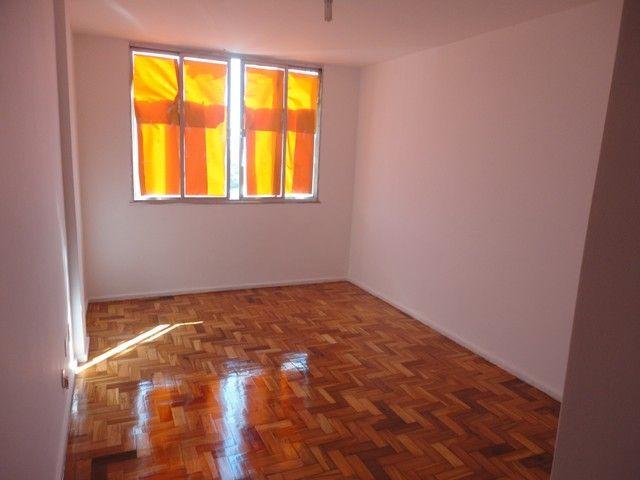 Apartamento com vaga de garagem, composto por sala, 2 quartos, banheiro social, cozinha, á - Foto 2
