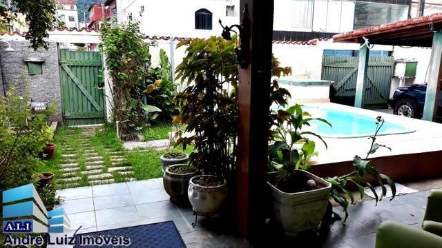 Imóvel linear com 04 suítes 01 quarto e piscina no centro de Itacuruçá-RJ(André Luiz Imóve