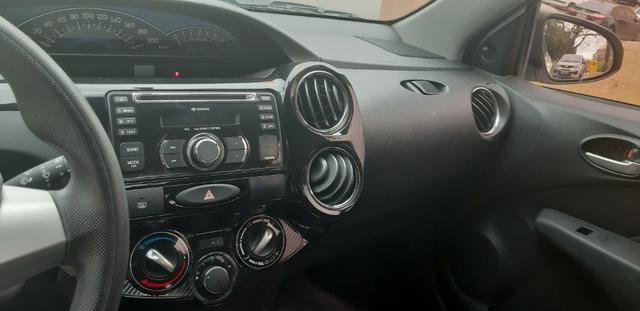 Toyota Etios 1.5 XS Hatch 2013/2014 Branco - Foto 6