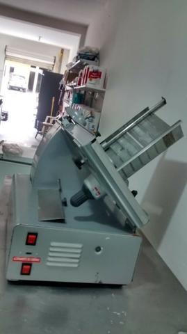 Máquina de cortar frios (queijo e presunto) - Foto 4