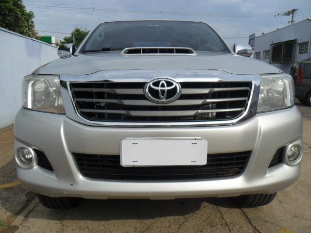 Toyota Hilux CD Srv D4-D 5 marchas 4x4 3.0 Tdi Diesel Aut - Foto 2