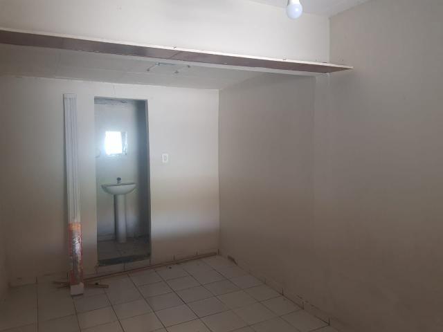 Vende- se uma Casa no Recanto Fialho, aceito carro no negócio - Foto 9