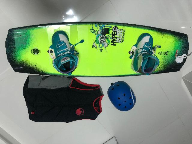 Kit Wakeboard (prancha + colete + capacete)