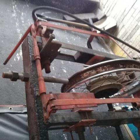 Máquina desempeno de aro pneumática