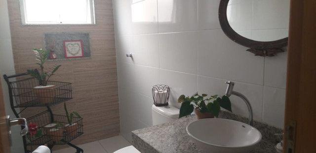 Casa de 3 quartos com suite em condomínio com lavabo, garagem para 4 carros e quintal - Foto 14