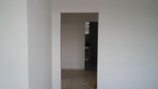 Apto 2 Quartos e Sala em L Podendo Fazer + 1 Quarto em frente ao Banco do Brasil Ac. Carta - Foto 5