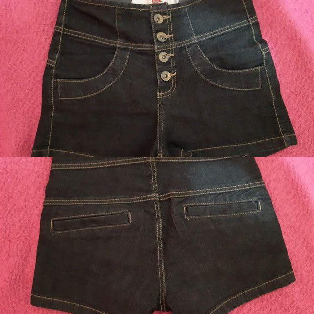Short jeans cós alto e botões