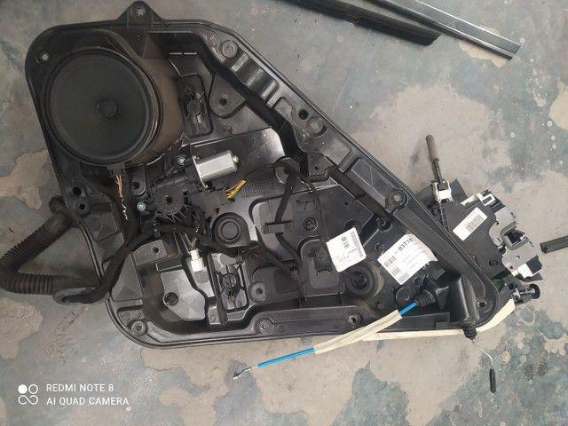 Acabamentos da porta traseira esquerda Mercedes a200  - Foto 6