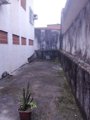 Vendo/alugo loja de esquina com amplo mezanino no centro de São Vicente/SP - Foto 17
