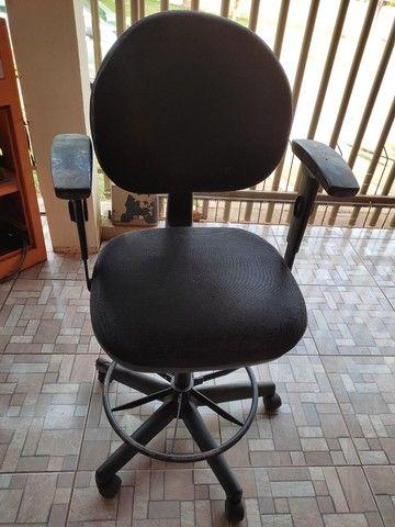Cadeira de escritório + apoio para descanso dos pés. - Foto 2