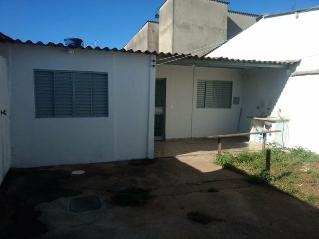 QC 01   Casa 2 Quartos   Quintal e 1 Vaga   Excelente Localização   Oportunidade - Foto 2