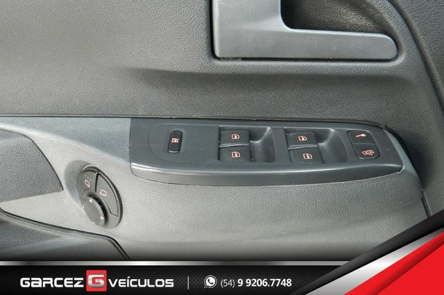 Vw - Volkswagen Crossfox 1.6 Flex Manual Topo de Linha Airbag ABS Comandos no Volante - Foto 15