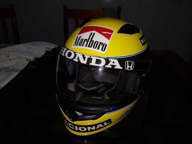 Capacete Personalizado Ayrton Senna - Novo - Sem uso - Na Caixa - Foto 6