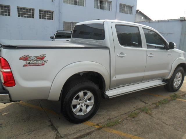 Toyota Hilux CD Srv D4-D 5 marchas 4x4 3.0 Tdi Diesel Aut - Foto 5