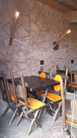 Mesa de madeira 4 lugares