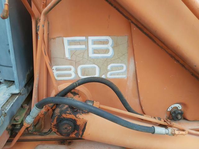 Retroescavadeira fb 80.2 pneus novos - Foto 3
