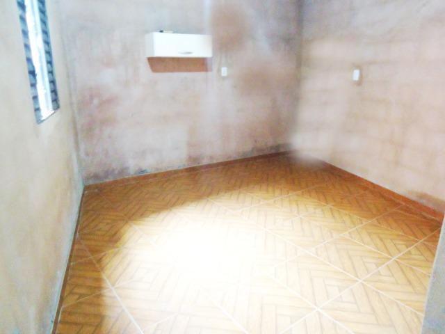 Ótimo preço casa só faltando pintura próxima da principal 300 metros do trem bom - Foto 5