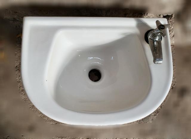 Pia para banheiro em porcelana - Foto 2