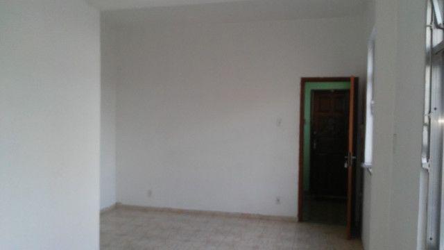 Apto 2 Quartos e Sala em L Podendo Fazer + 1 Quarto em frente ao Banco do Brasil Ac. Carta - Foto 3