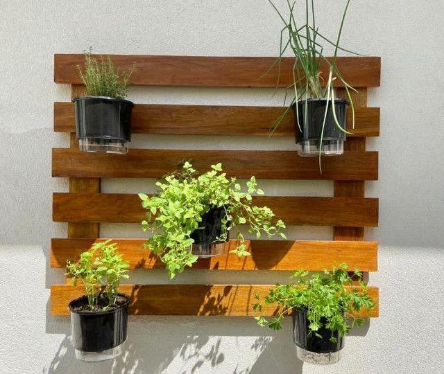 Horta vertical com vasos autoirrigáveis  - Foto 2