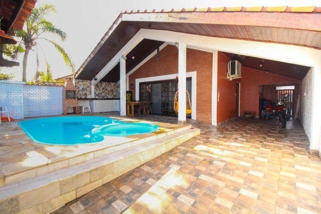 Oportunidade única! Casa térrea com piscina a 90 metros da praia - Peruíbe - SP - Foto 2