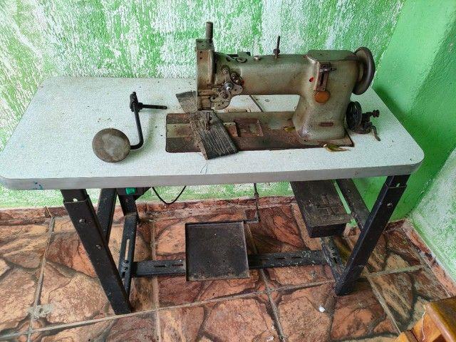 Máquina de costura para tapeceiro.