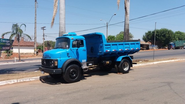Caminhão Mercedes 1113 Caçamba