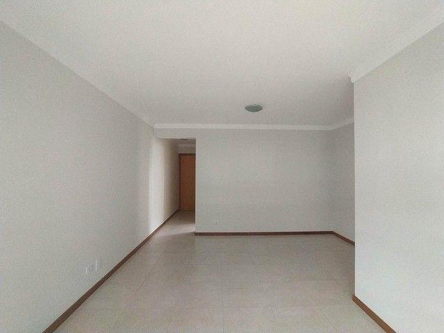 Locação   Apartamento com 86.87 m², 3 dormitório(s), 2 vaga(s). Vila Cleópatra, Maringá - Foto 4