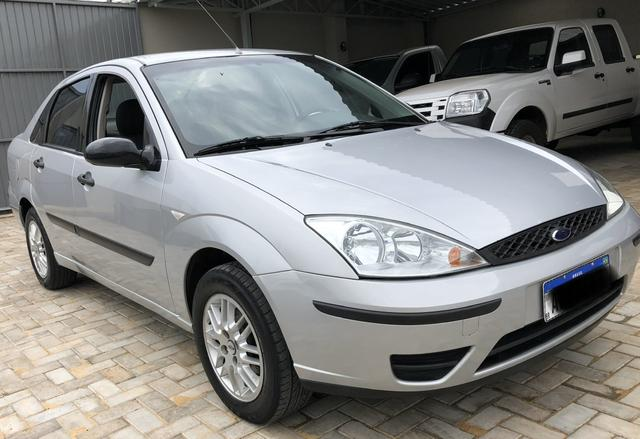 Focus sedan 1.6 completo 2004