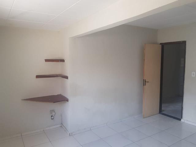 Vende- se uma Casa no Recanto Fialho, aceito carro no negócio - Foto 4