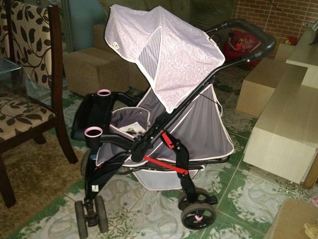 Carrinho de bebê Tutti usado brinde andador - Foto 3