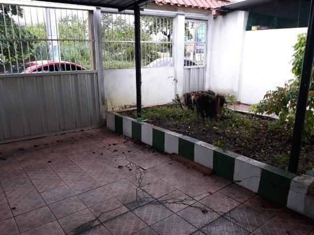 Alugo Casa no Parque 10 com 1 Quarto