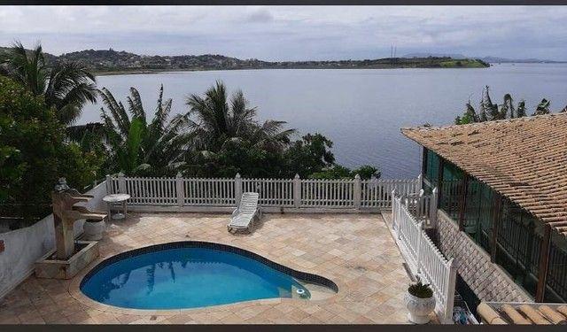 Casa estilo mansão, vista cinematográfica da Lagoa de Araruama de todo o imóvel - Foto 3