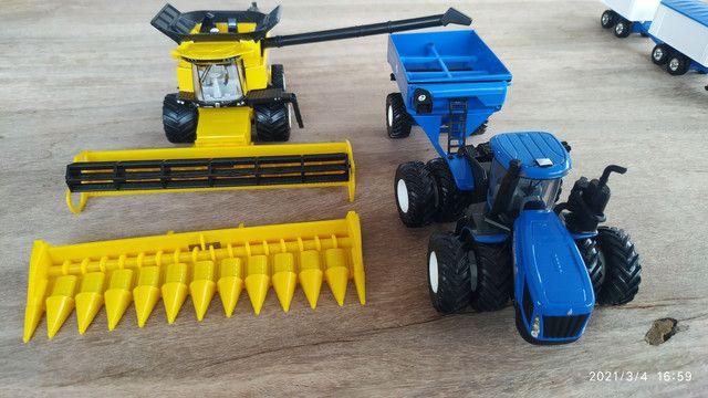 Conjunto de colheita 1/64 New Holland CR990 e T9645 - Foto 2