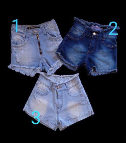 Três shorts jeans cós alto