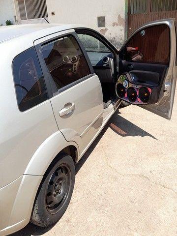 Fiesta hatch 1.6 ou troco ou agio - Foto 9