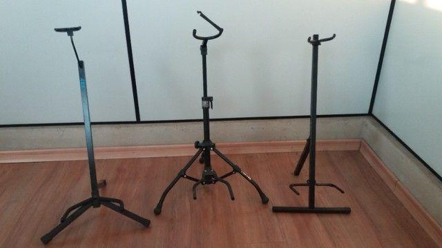 Suporte de chão para instrumentos musicais