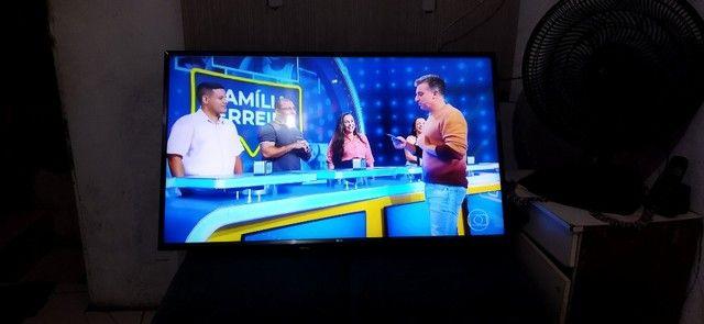 Vendo tv LG 43 smart Full HD 9 meses de uso imagem um pouco tremola assisto normal